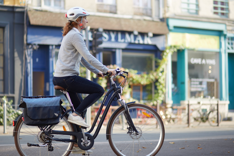 city-bike-helmet-500-white5B83268335Dtci_scene_003