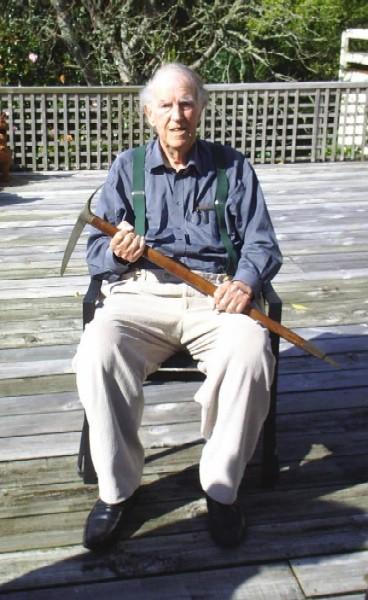 Edmund Hillary 88 yaşında, Simond kazmasıyla