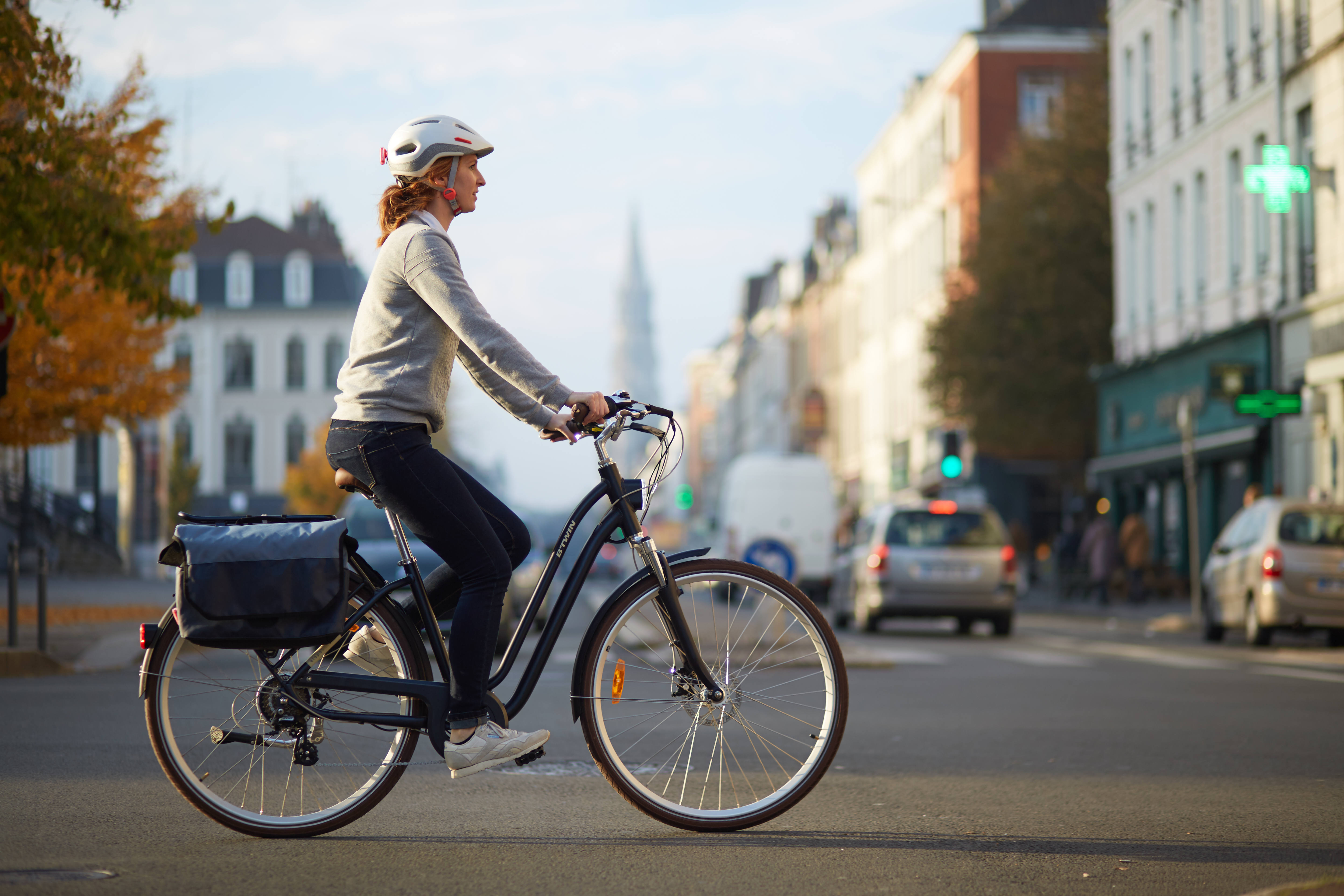 city-bike-helmet-500-white5B83268335Dtci_scene_006